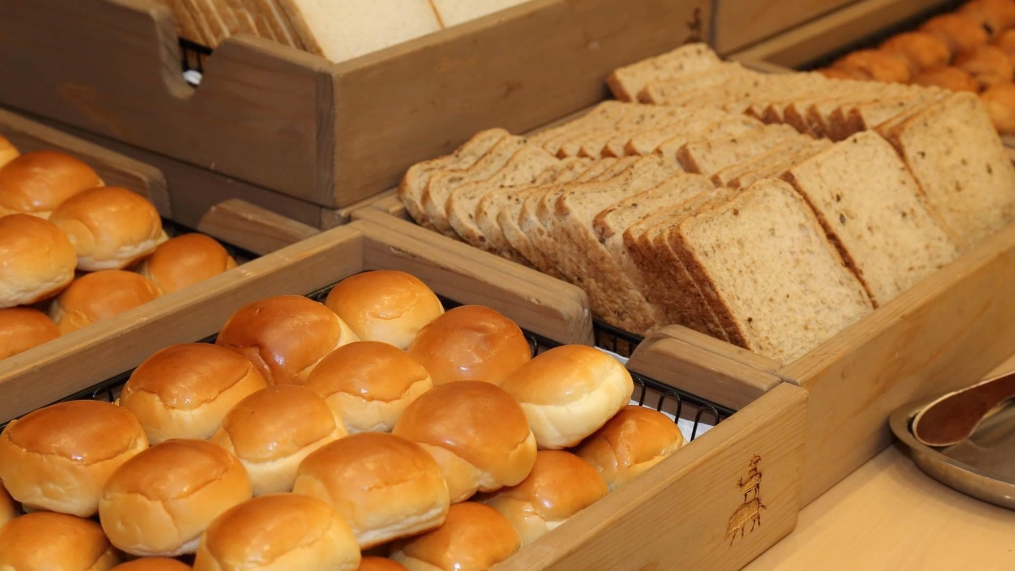 【朝食イメージ】様々な種類のパンが取り放題