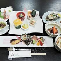 *【ご夕食一例】旬の素材を生かした山海料理をお楽しみ下さい。