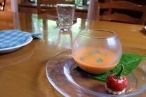 赤ピーマンの冷製スープ