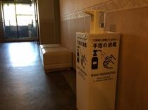 客室フロアの非接触型アルコール消毒