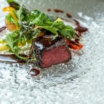 【Dinner一例】豊後牛ステーキ、和牛頬肉のシチュー、テリーヌ、ポワレなど本格的な洋食が味わえます