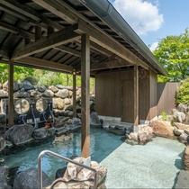 ご宿泊のお客様のみご利用いただける【貸切露天岩風呂】50分単位でのご予約制となります。