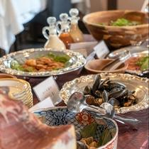 【Buffet】当館ではサイドに和食をビュッフェ形式でご用意しております。