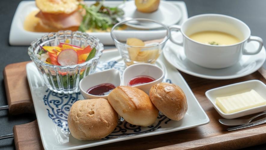 【御朝食】洋朝食一例。ご朝食はご希望のお客様にご提供いたします。