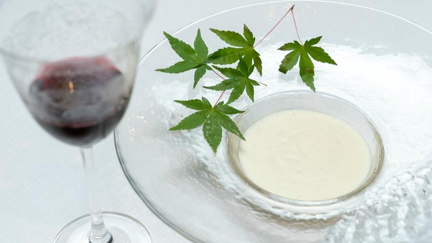 【Dinner一例】口どけまろやかなスープは、食材にこだわり旨味を最大限活かしました。