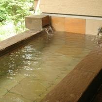 全室露天風呂を完備。宝泉寺温泉の源泉かけ流しを24時間お楽しみいただけます。