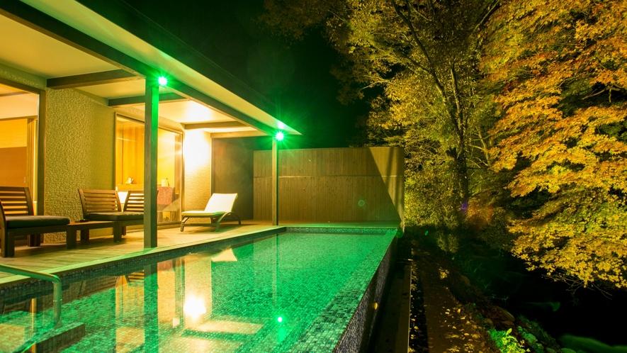 プライベート温泉プール・内湯付き川沿いヴィラ【関山 kanzan】 プールからの眺め夜景を満喫