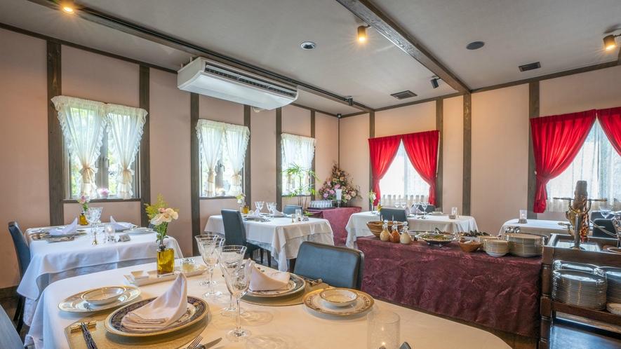 【レストランホール】ラグジュアリーな雰囲気で大分県の地産地消にこだわったお食事をご堪能ください。