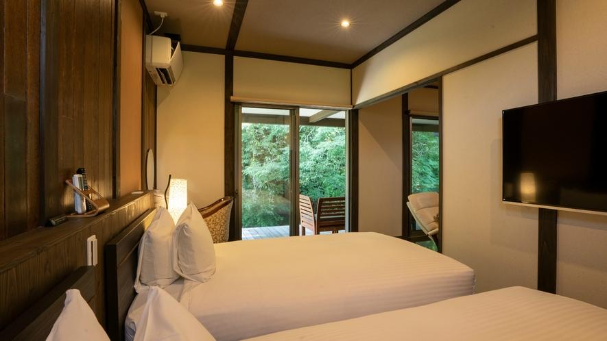 岩露天付 離れ【一葉 ichiyou】【琴平 kotohira】Bed Roomにも薄型テレビ完備。