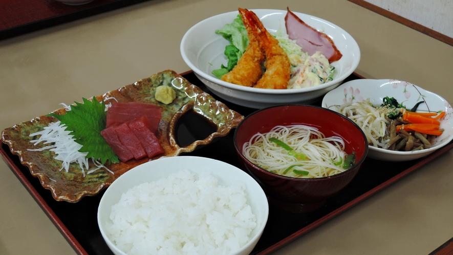 *【夕食一例】ボリューム満点!職人による日替わり定食です