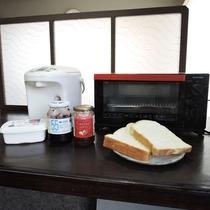 【朝食一例】パン食べ放題♪ジャムとマーガリンもご自由にどうぞ