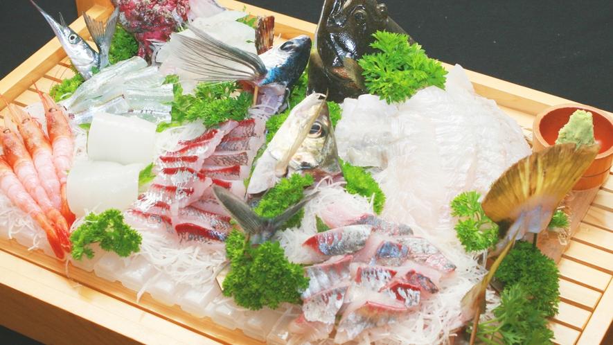 新鮮な魚介類を詰め込んだ舟盛★常連さんに大好評の1品です!