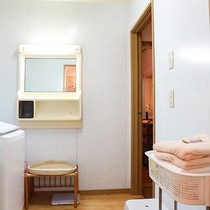 *【お風呂】脱衣所です。清潔感を大事にしております。