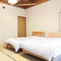 *【客室一例】和室8畳。ベッドなので幅広い世代の方にご利用いただけます。