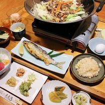 夕食には「鮎の塩焼き」や「しし鍋」など山の宿ならではの料理が並びます。