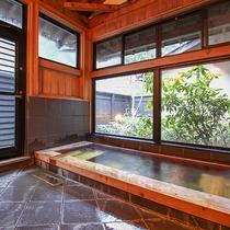 [離れ:専用内湯]雨の日でもお好きな時に思う存分、温泉をお楽しいただけます。