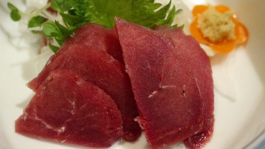 【夕食一例】ヘルシーな鹿肉も新鮮なので刺身でお召し上がりいただけます♪