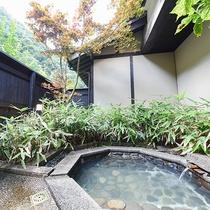 *[離れ専用露天風呂]プライベートな空間で温泉をお楽しみいただけます。