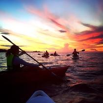 *夕焼けに染まる美しい海を漕ぐサンセットカヤックツアー☆