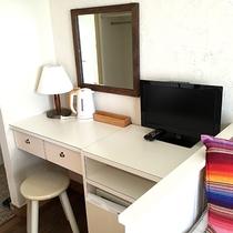*スタンダードルーム一例/ツインベッド+ソファーベットで4名様までOK。冷蔵庫、電気ポット、テレビ付