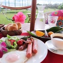 *朝食メニュー一例/トーストの朝食メニューです♪新鮮なフルーツもついてます