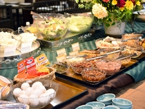 【朝食】和風朝食にピッタリなご飯の付け合わせ、お惣菜も豊富にご用意。