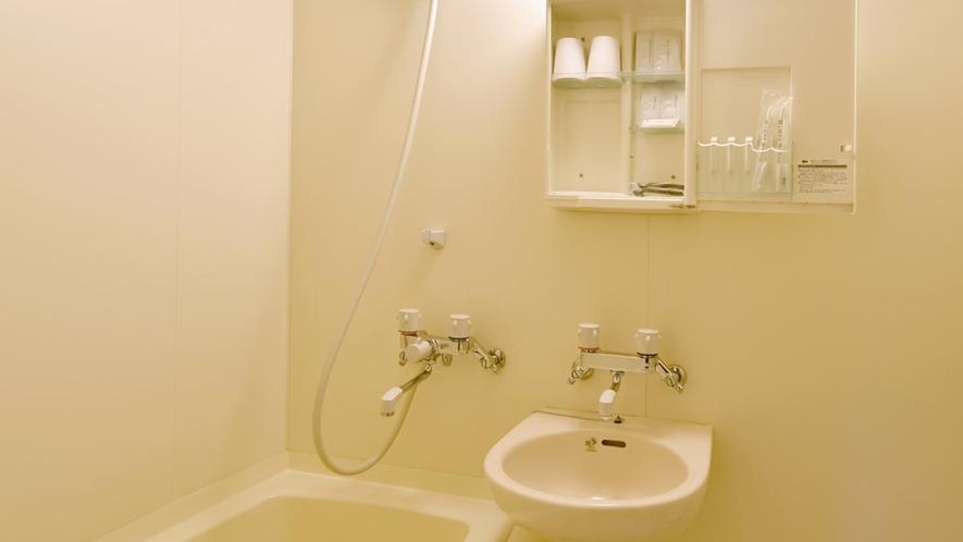【和室A(バス付)】バスルームには歯磨きセットなどのアメニティがございます。