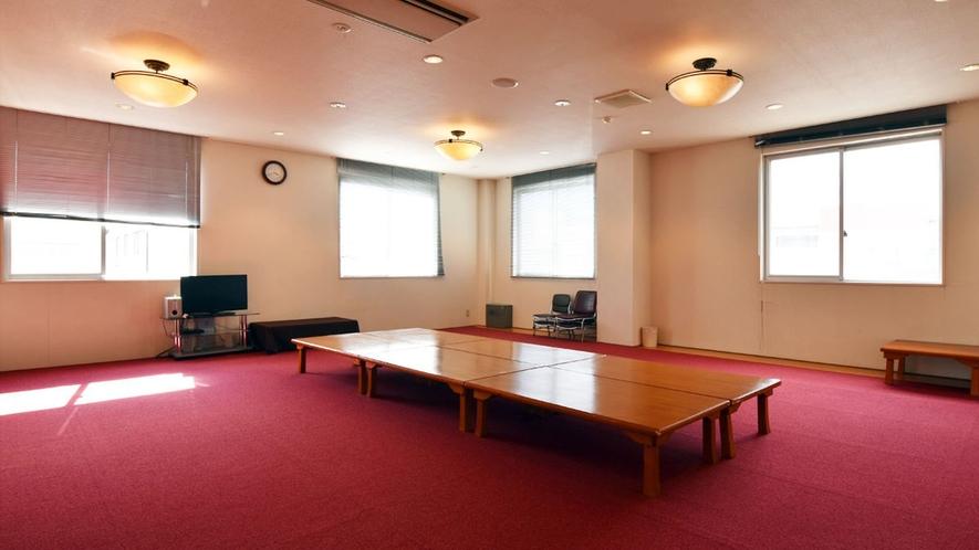 【研修室】大勢のグループ、団体等で当ホテルをご利用の際ご提供します。フロントに直接お尋ねください。