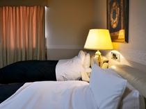 【デラックスルーム】朝までぐっすり。非日常の贅沢な睡眠をご堪能ください。