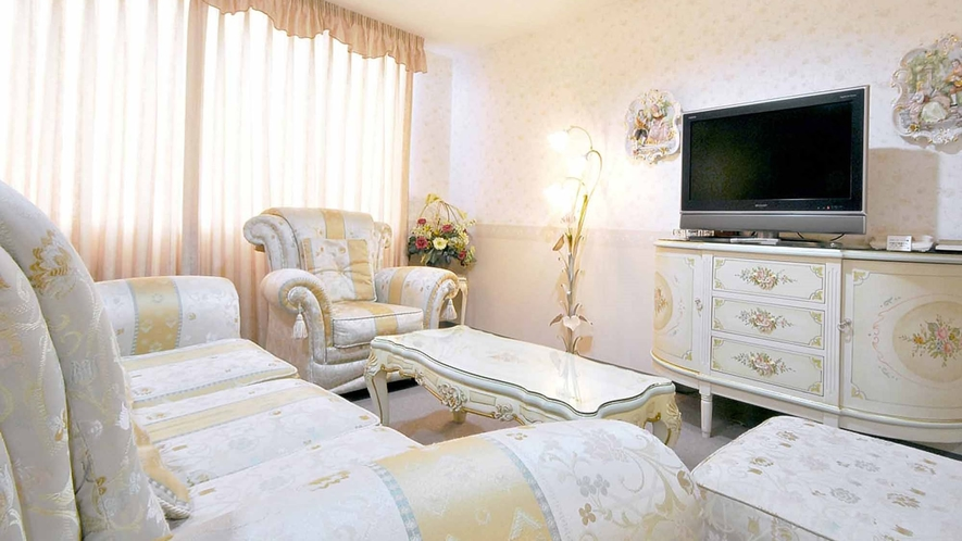 【デラックスルーム】部屋ごとに装飾品の異なる、こだわりのお部屋です。