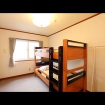 シンプルな作りの2段ベットルーム♪