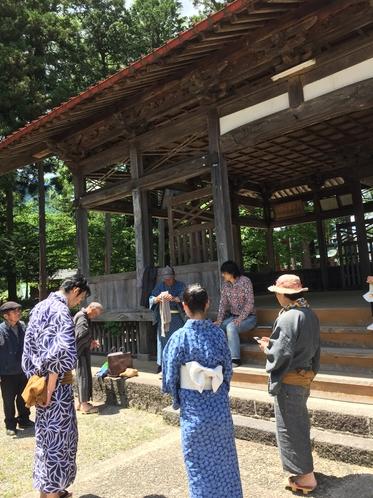 白鳥神社の拝殿前☆