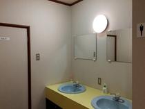 2F男性用トイレ前洗面台