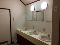 2F女性用トイレ前洗面台