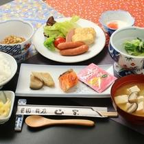 朝食の全体イメージ。健康的な和朝食をご用意致します。