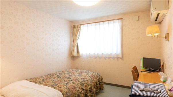 ○洋室:シングルルーム(シャワーブース・トイレ付)現金特価
