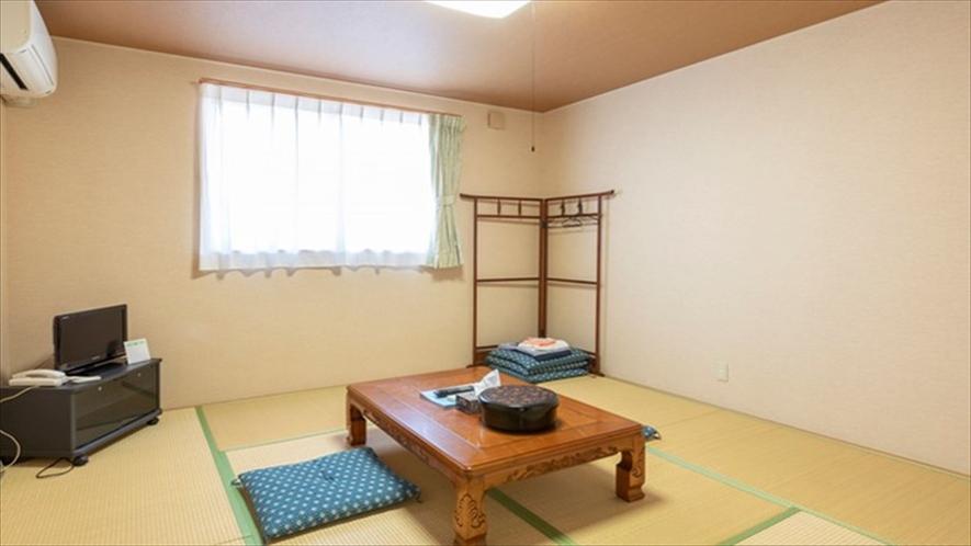 *和室8畳/お風呂とトイレ共用になります。