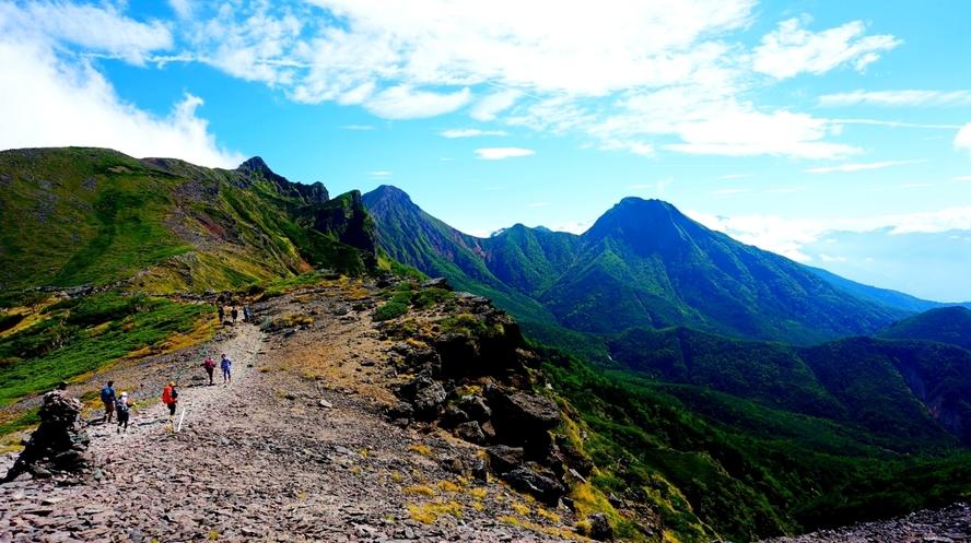 ★八ヶ岳連峰・硫黄岳から赤岳に向かう登山道