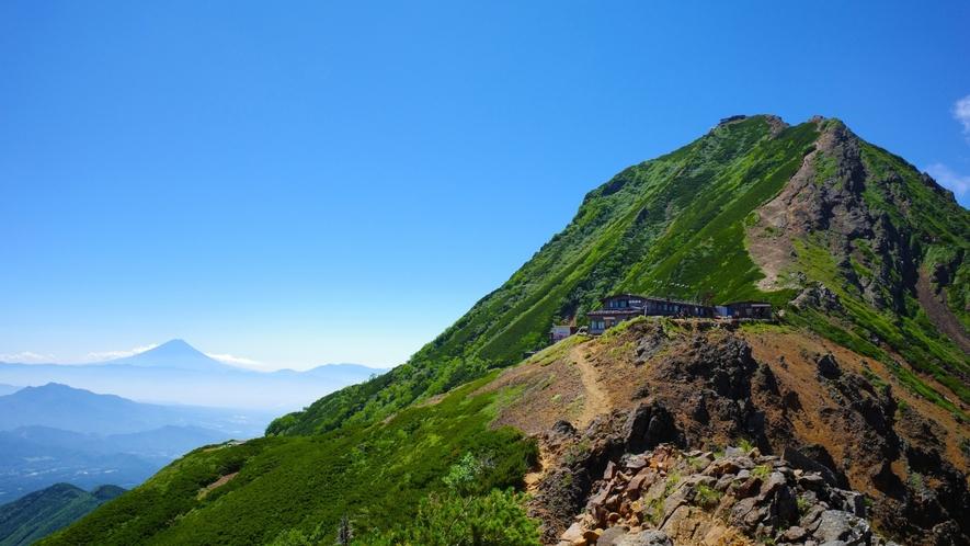 ★八ヶ岳連邦・赤岳の頂上と富士山