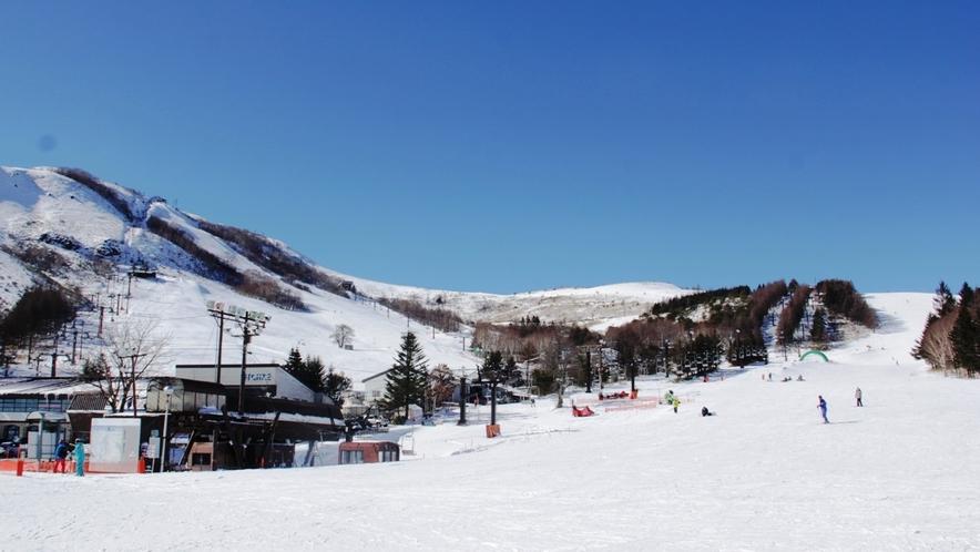 ★車山高原スキー場。高い晴天率とさらっさらのパウダースノー、ワイドなゲレンデが人気です。