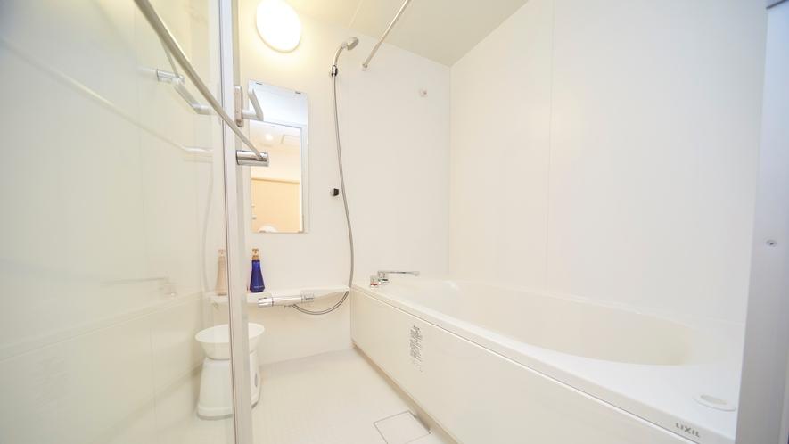 バスタブと洗い場が分かれた広々お風呂