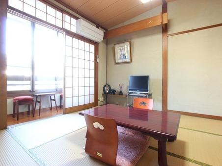 8 城崎温泉駅通りに面した2名様用の7畳の和室【トイレ付き】