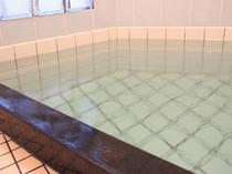 かけ流しの貸切風呂でお肌がすべすべ・・・  -------(^0^Aいい湯♪---------