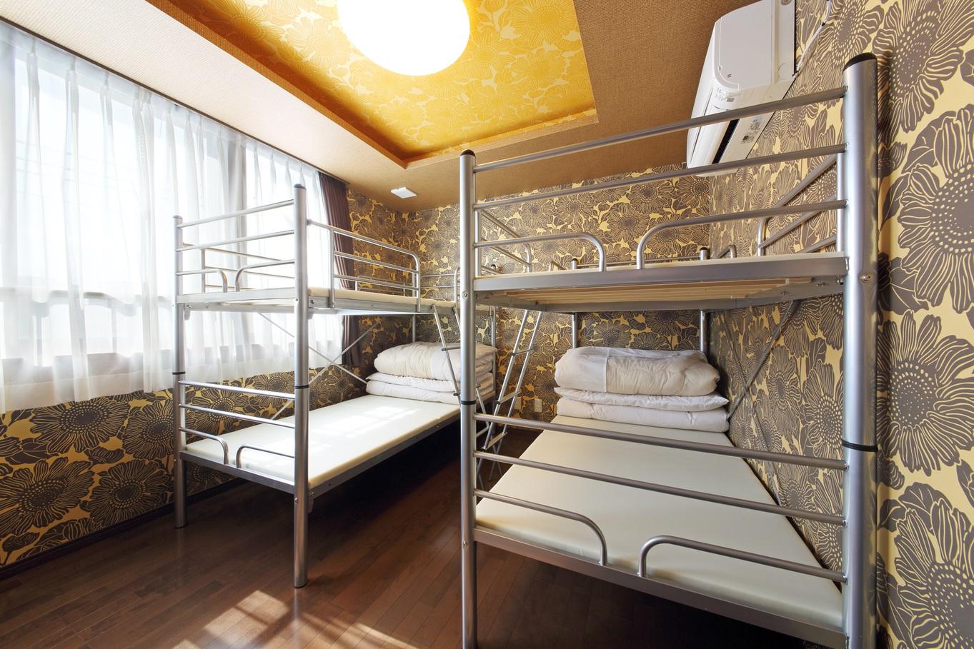 2段ベッドの1台 ドミトリー相部屋 (下段ベッドのみカーテン付き)