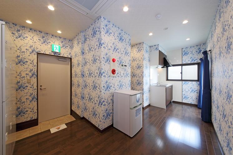 男女共同 5階フロア 熊本県内情報誌・チラシ設置 冷蔵庫・ミニキッチン・湯沸かし器・