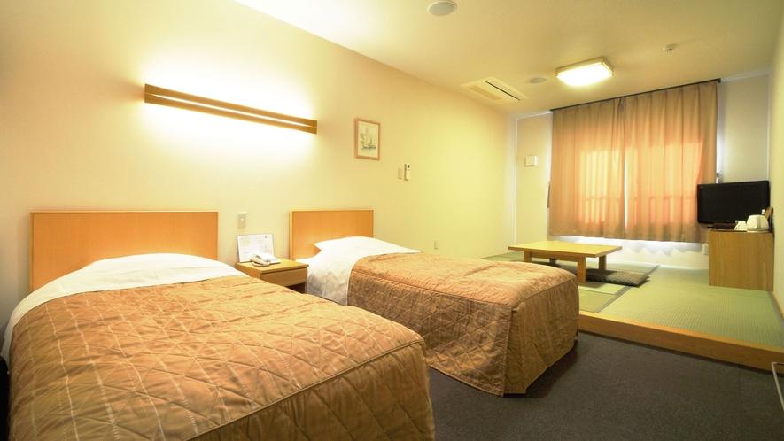 【和洋室】ツインルームのお部屋に小上がりの和室がついている和洋室。
