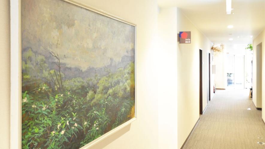 【館内】館内に展示している絵画は三軌会会員佐々木忠和画伯の作品です。