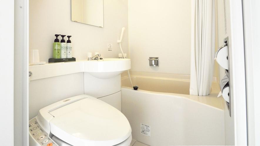 【トイレ】トイレ、ユニットバス完備。シャンプー等はDHCの製品を使用。