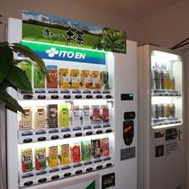 *自販機/お茶・ジュース・お酒などを販売しております。その他、電子レンジもご利用頂けます。