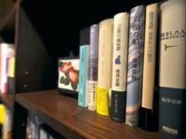 【椿の書棚】芥川賞作家池澤夏樹先生監修にて書籍を取り揃えております。